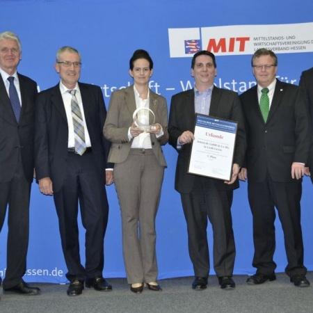 Dr. Schlarmann, Wolfram Winkler (MIT-Kreisvorsitzender), Frau Kunkel, Denny Kunkel (Preisträger), Frank Hartmann (MIT-Landesvorsitzender), Dr. Wiemers (Handwerkskammer Frankfurt/Rhein-Main)