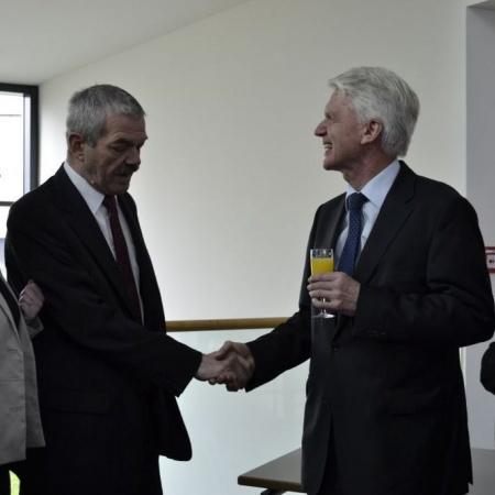 Bildmitte links: MdL Schork im Gespräch mit Dr. Schlarmann